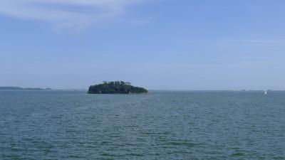 礫島(つぶてじま)